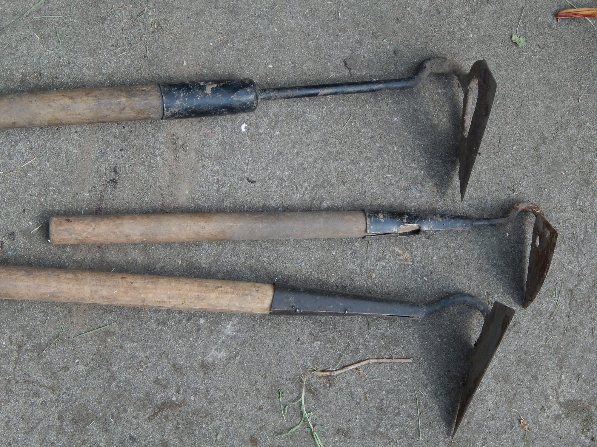 best garden tools-hoes lined up
