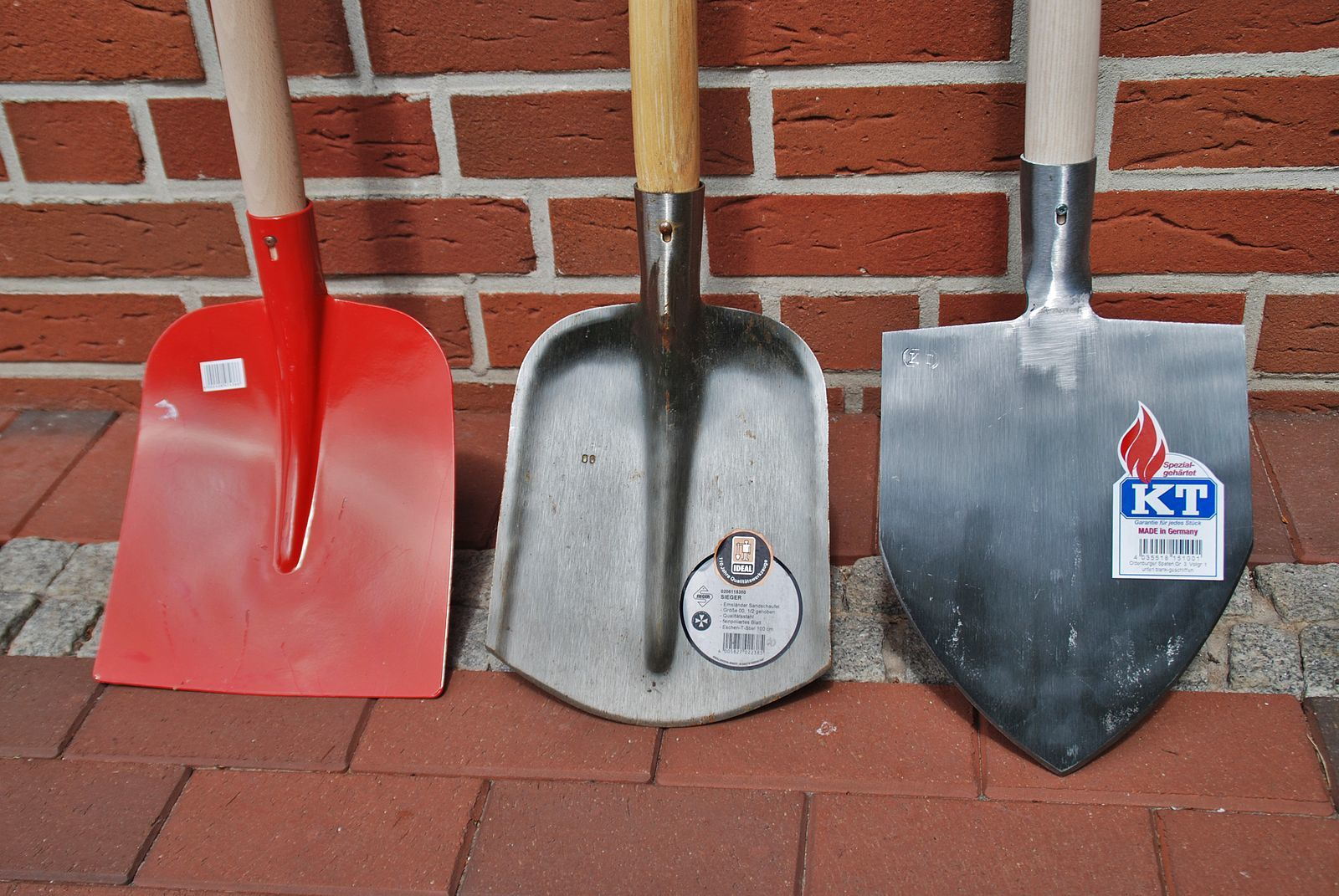 best garden tools-shovels line up