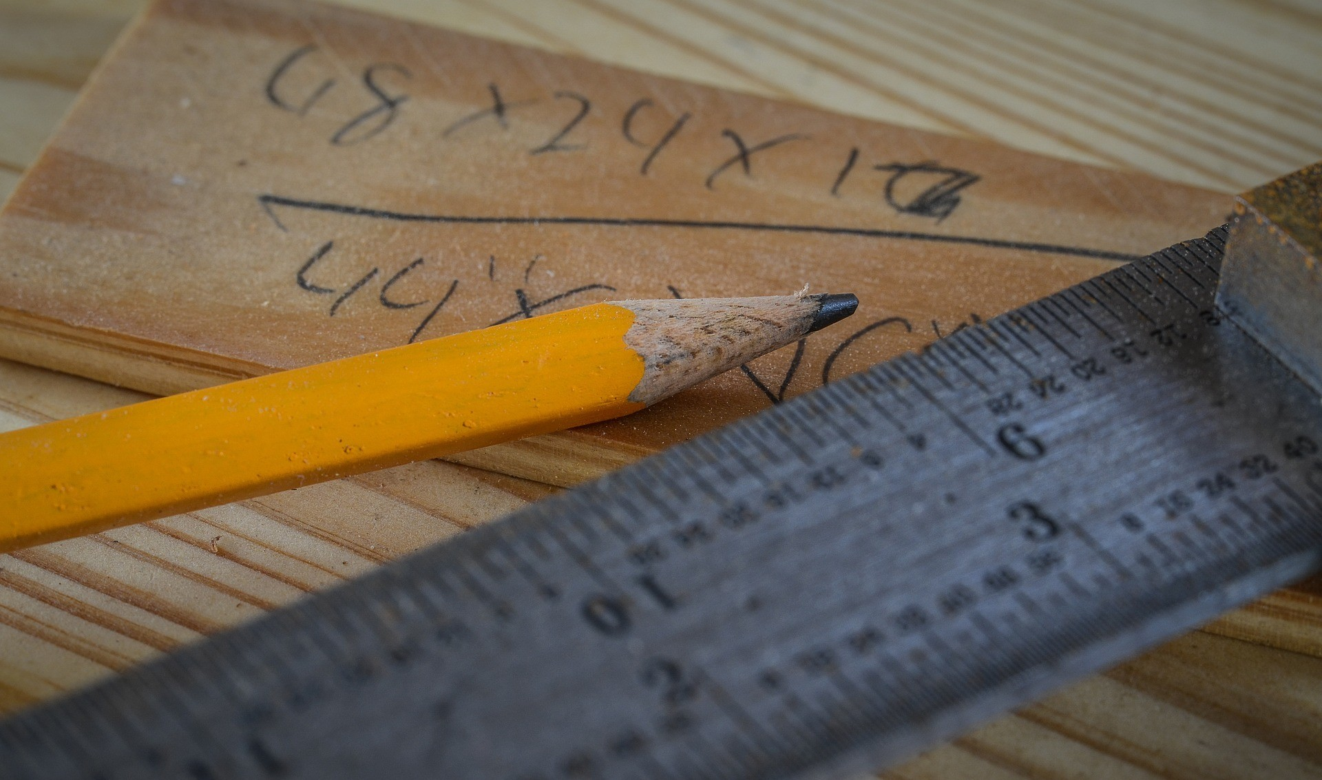 how to build a sawhorse-pencil-and ruler